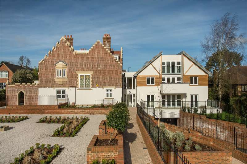 3 Bedrooms Flat for sale in Scholars Place, South Park Drive, Gerrards Cross, Buckinghamshire, SL9