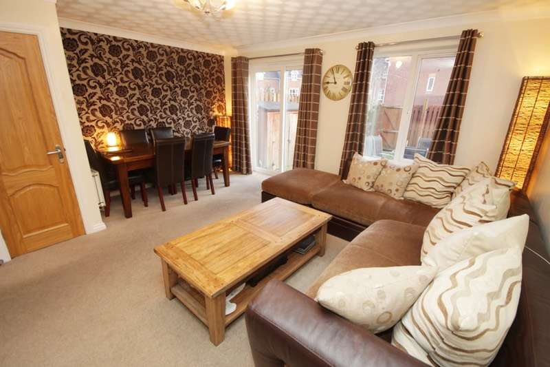 3 Bedrooms Town House for sale in St. Johns Road, Bolton, Greater Manchester, BL6