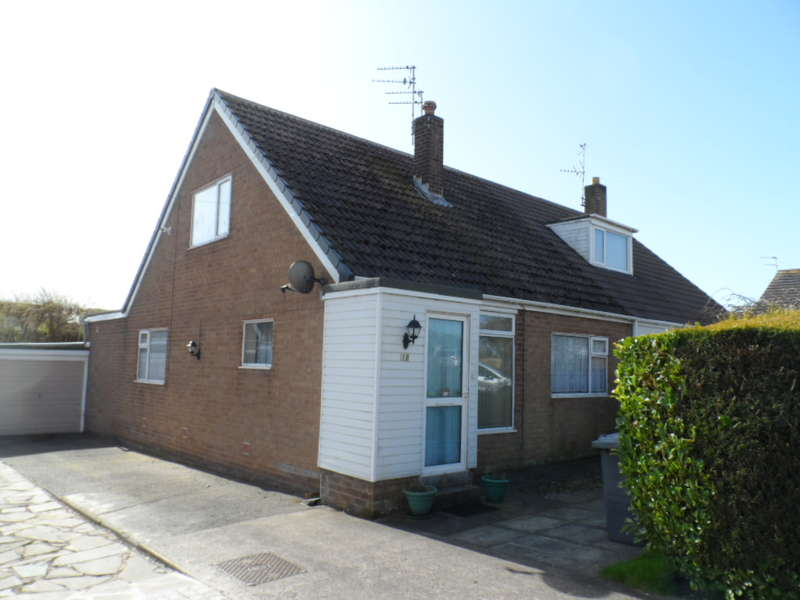 3 Bedrooms Semi Detached House for sale in Eddleston Close, Blackpool, FY3 0BS