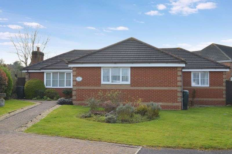3 Bedrooms Detached Bungalow for sale in Swallowfields, Gillingham