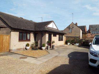 2 Bedrooms Bungalow for sale in John Street, Oakham, Rutland