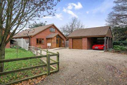 3 Bedrooms Bungalow for sale in Brundall, Norwich, Norfolk