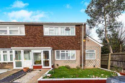 3 Bedrooms End Of Terrace House for sale in Rise Park, Romford, Essex