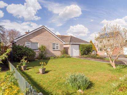 3 Bedrooms Bungalow for sale in Torpoint, Cornwall, Uk