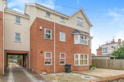 4 Bedrooms Terraced House for sale in Arden Road, Acocks Green, Birmingham, West Midlands