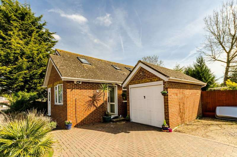 3 Bedrooms Bungalow for sale in Bisley Close, Worcester Park, KT4