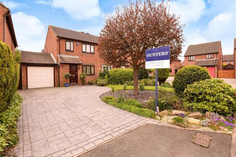 3 Bedrooms Semi Detached House for sale in Pasture Close, Sherburn in Elmet, Leeds, LS25 6LJ