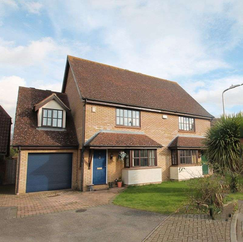 3 Bedrooms Property for sale in Caysers Croft, East Peckham