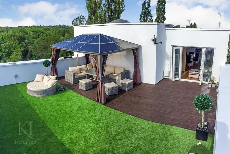 2 Bedrooms Apartment Flat for sale in Riverscroft Mansions, Ware w/ Superb Roof Top Terrace,