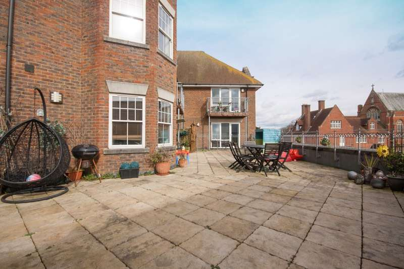 2 Bedrooms Apartment Flat for sale in Sussex Road, Haywards Heath, West Sussex, RH16