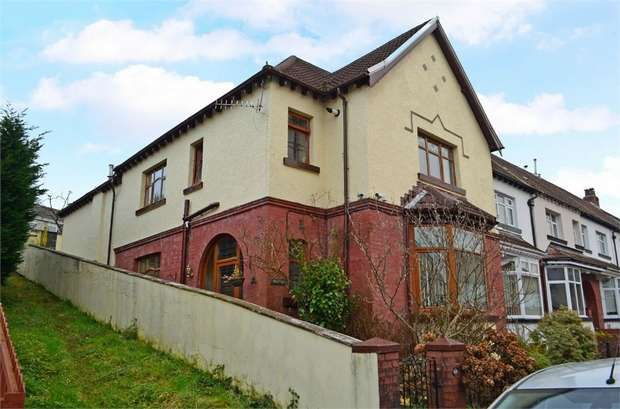 4 Bedrooms End Of Terrace House for sale in Mackintosh Road, Pontypridd, Mid Glamorgan