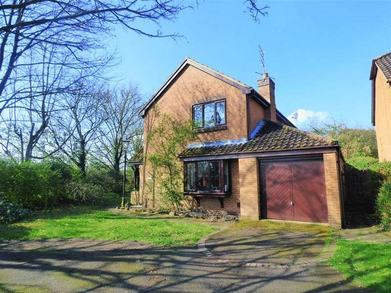 4 Bedrooms Detached House for sale in 70, The Warren, Hardingstone, Northampton NN4 6EP