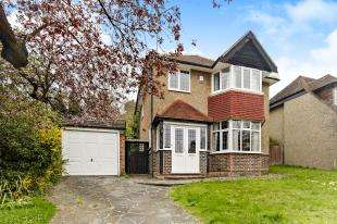 3 Bedrooms Detached House for sale in Ballards Way, South Croydon
