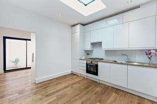 1 Bedroom Flat for sale in Collingwood Road, Sutton, Surrey, London