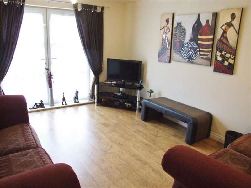 2 Bedrooms Ground Flat for sale in Regent Court, Savile Park, Halifax, HX3 0HU