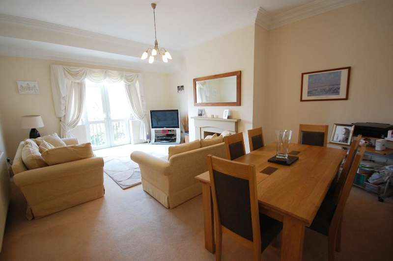 2 Bedrooms Apartment Flat for sale in Park Road, Southport, PR9 9JB