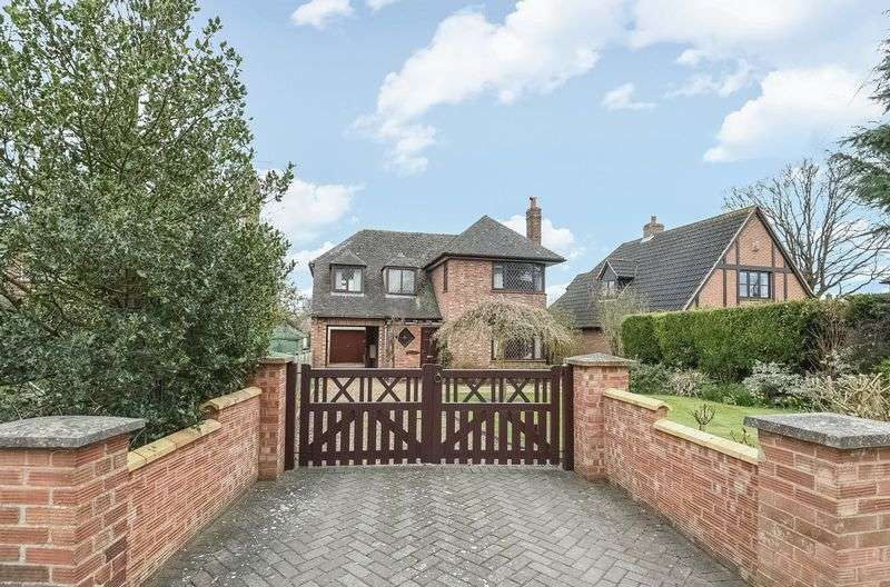 4 Bedrooms Detached House for sale in Upwood Road, Bury