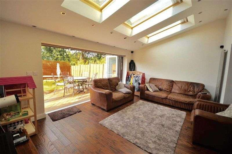 4 Bedrooms Detached House for sale in Keswick Street, Rochdale