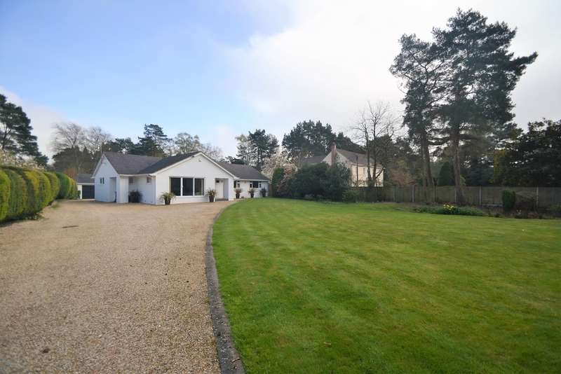 3 Bedrooms Detached House for sale in Avon Castle, Ringwood, Hampshire