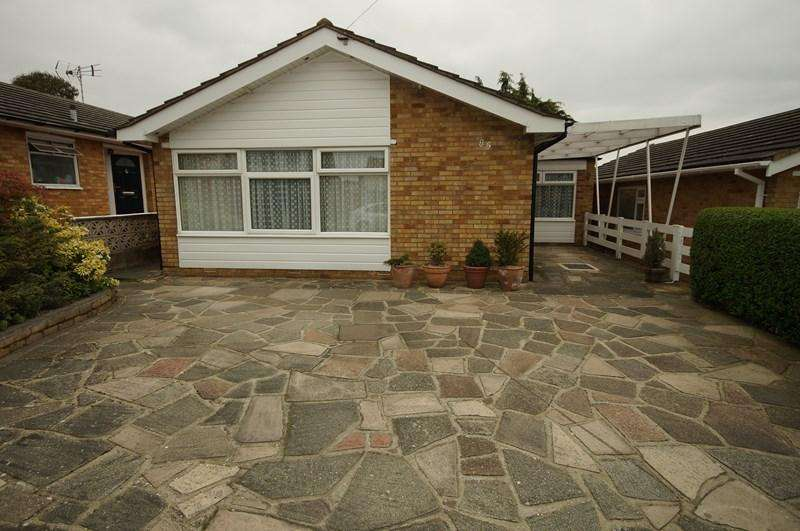 2 Bedrooms Detached Bungalow for sale in Dering Crescent, Leigh-On-Sea