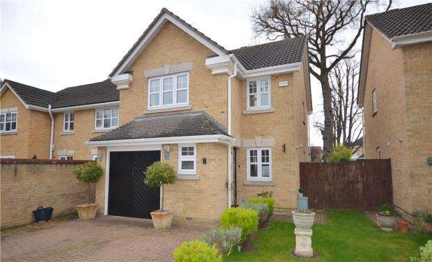 3 Bedrooms Detached House for sale in Paget Close, Camberley, Surrey