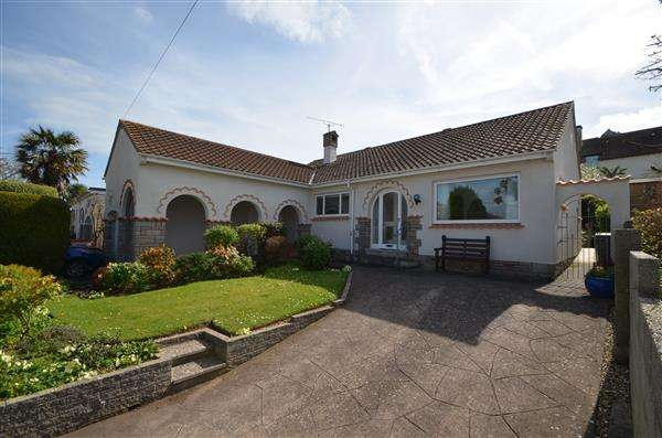 2 Bedrooms Bungalow for sale in Coryton Close, Dawlish
