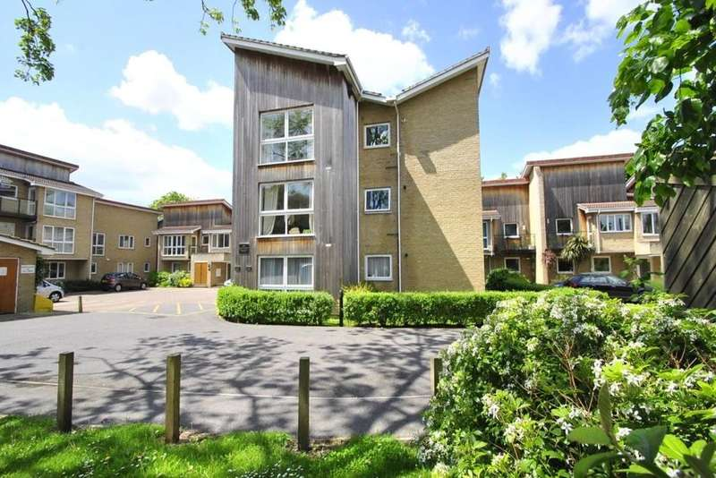 2 Bedrooms Flat for sale in Regents Park