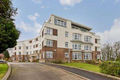 2 Bedrooms Flat for sale in Sandringham Court, Newton Mearns