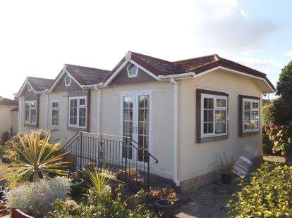 2 Bedrooms Bungalow for sale in Goldenbank, Falmouth, Cornwall