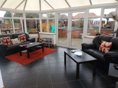 3 Bedrooms Semi Detached House for sale in Stourbridge Road, Kidderminster, Worcestershire