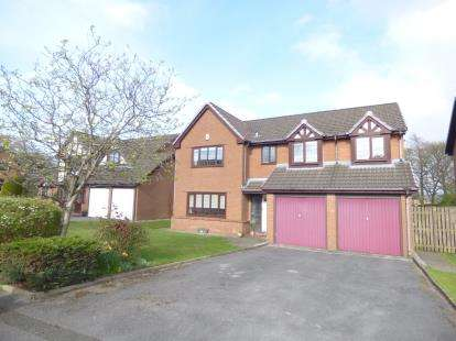 5 Bedrooms Detached House for sale in Dovedale Drive, Burnley, Lancashire