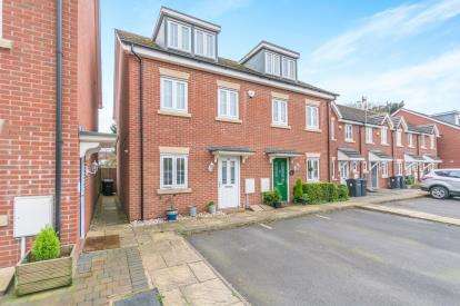 4 Bedrooms Semi Detached House for sale in Ilsley Drive, Birmingham, West Midlands
