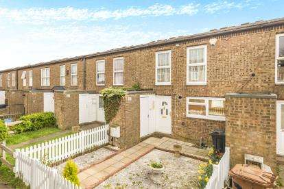 4 Bedrooms Terraced House for sale in Canterbury Way, Stevenage, Hertfordshire