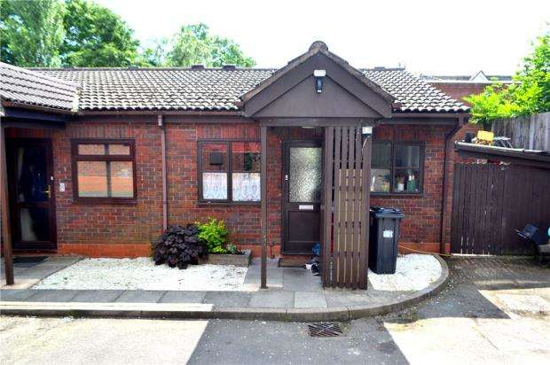 3 Bedrooms Bungalow for sale in Walnut Drive, Lillington, Leamington Spa, Warwickshire