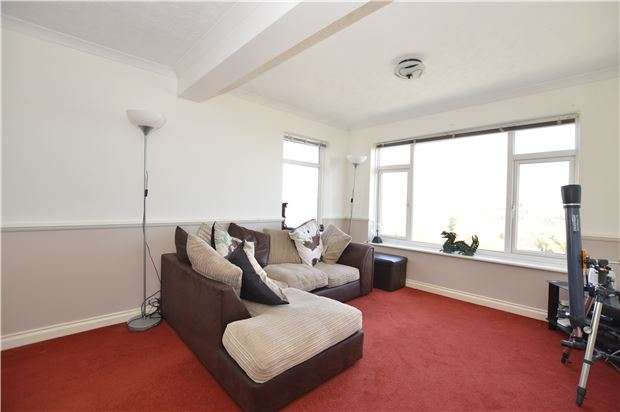 2 Bedrooms Flat for sale in Cliff Court, Harley Shute Road, ST LEONARDS-ON-SEA, East Sussex, TN38 8DH