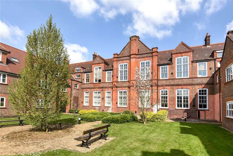 2 Bedrooms Duplex Flat for sale in College Yard, Gammons Lane, Watford, WD24