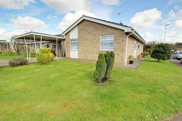3 Bedrooms Detached Bungalow for sale in Church View, Ely, Cambridgeshire, CB6 2HH