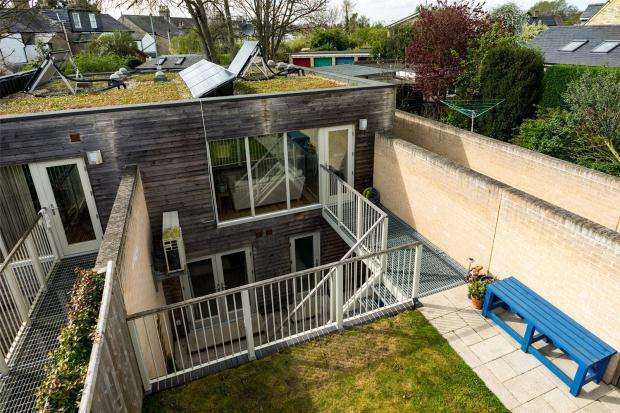 2 Bedrooms Terraced House for sale in North Street, Cambridge