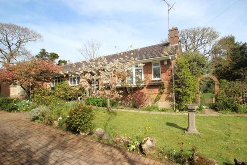 4 Bedrooms Detached Bungalow for sale in Moor Lane, Brighstone