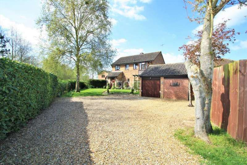 4 Bedrooms Detached House for sale in Foxglove Road, Thetford