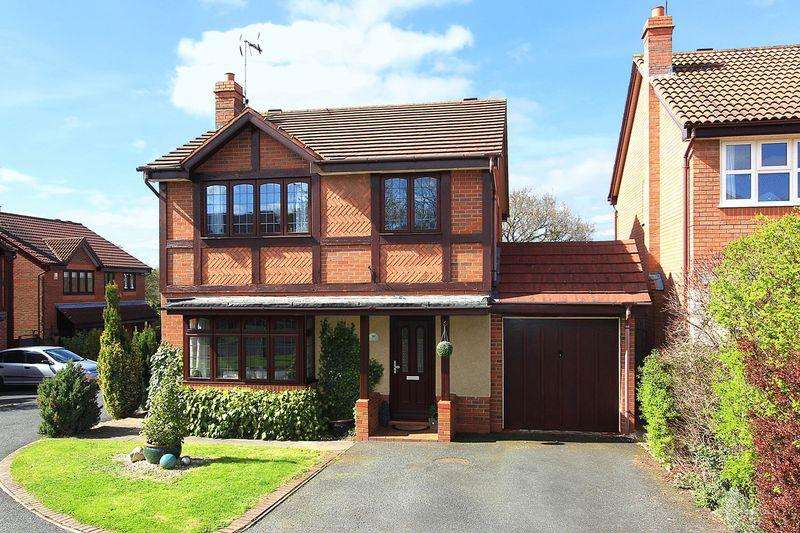 4 Bedrooms Detached House for sale in WOMBOURNE, Penleigh Gardens