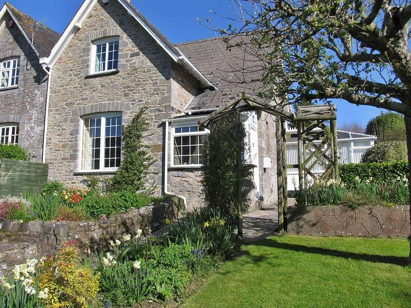 3 Bedrooms Semi Detached House for sale in Staverton, South Devon TQ9