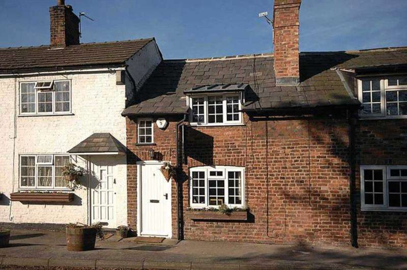 2 Bedrooms Cottage House for sale in Marthall Lane, Knutsford