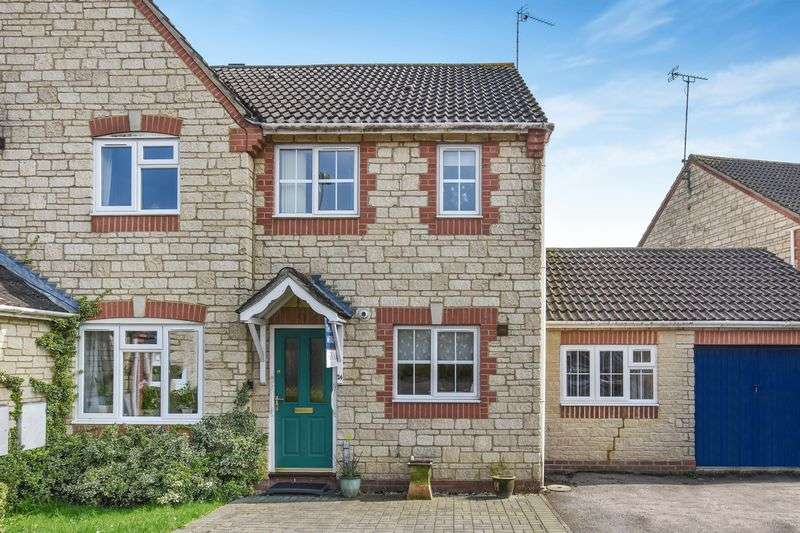 3 Bedrooms Terraced House for sale in Goldcrest Way, Bicester