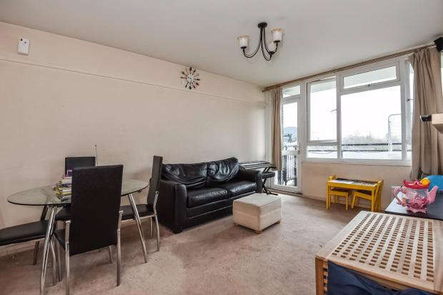 2 Bedrooms Apartment Flat for sale in Foxborough Gardens, Bromley, SE4