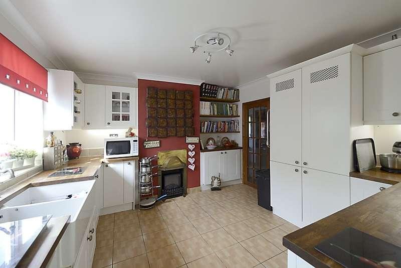 4 Bedrooms Bungalow for sale in Church Lane, Woking, Surrey, GU24