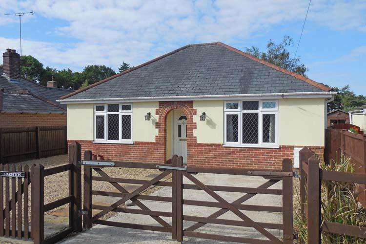 3 Bedrooms Detached Bungalow for sale in Wootton Road, Tiptoe, Lymington SO41