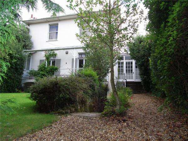 2 Bedrooms Apartment Flat for rent in St Leonards Road, Exeter