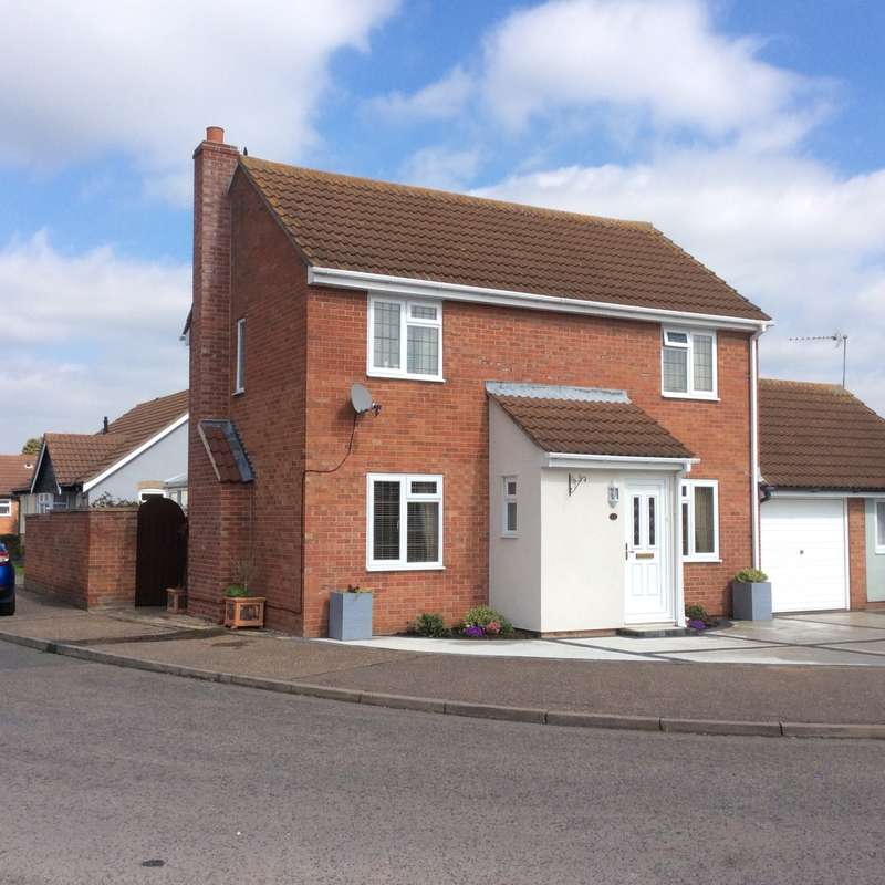 3 Bedrooms Detached House for sale in Camellia Crescent, Clacton-On-Sea