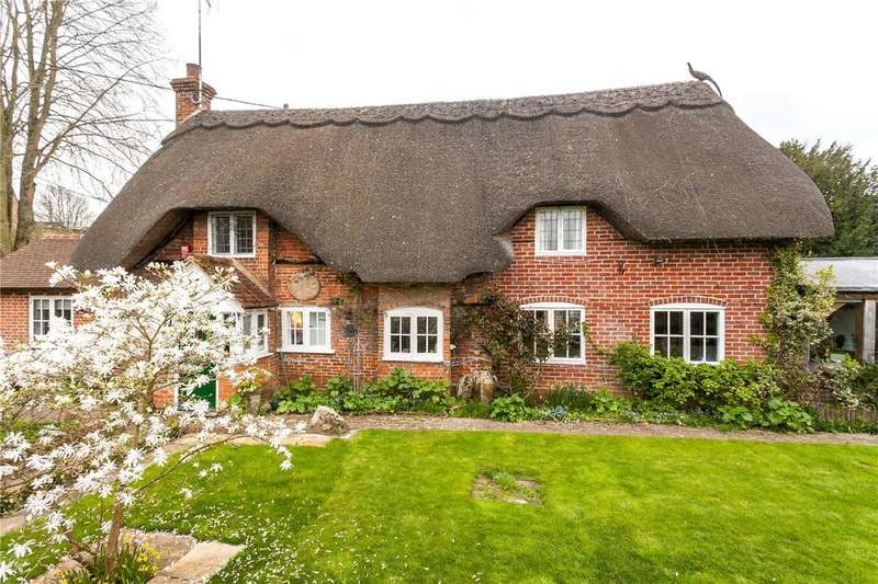 4 Bedrooms Detached House for sale in Farm Lane, Great Bedwyn, Marlborough, Wiltshire, SN8